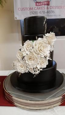 160 Cake Black with White Roses