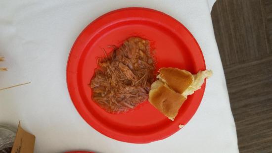 300 Oxbow Inn Pulled Pork detail